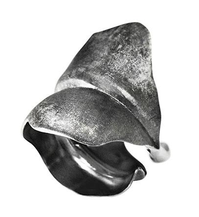Billede af Ole Lynggaard large Blad Ring oxyderet sølv - A3010-302 Størrelse 54
